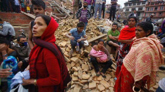 नेपाल में लोग दवाओं और भोजन को तरसे, काठमांडू एयरपोर्ट पर हजारों की भीड़