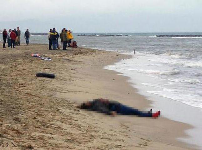 यूरोप पलायन करने के दौरान समंदर में डूबी नाव, 36 की मौत