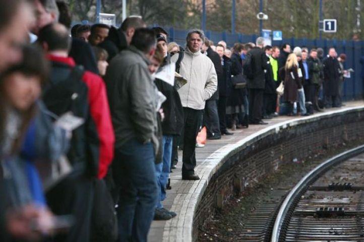तेज धूप से थमा ब्रिटेन, 117 ट्रेनें रद