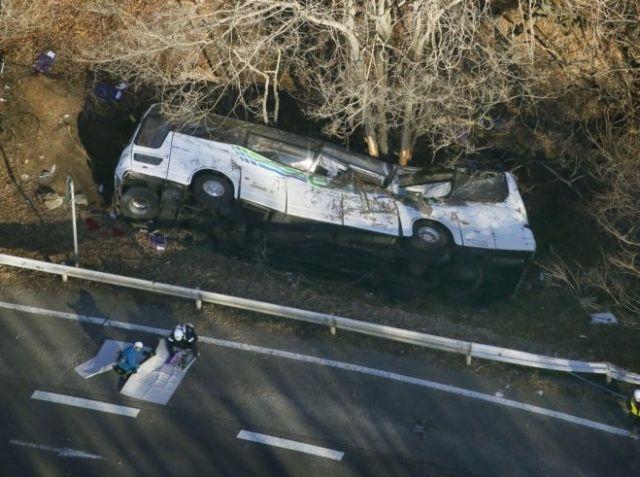 जापान में बस पहाड़ी से गिरी, 14 की मौत