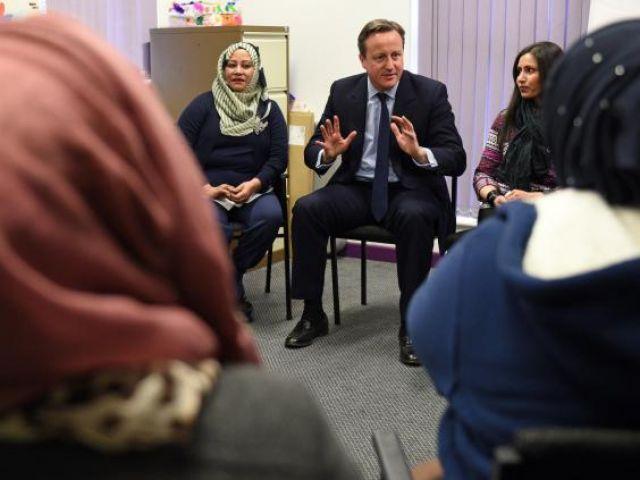 मुस्लिम बुर्का प्रथा बंद हो डेविड कैमरन