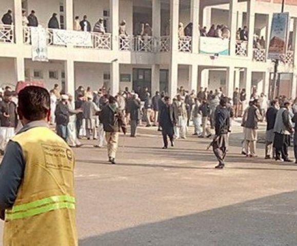 पाकिस्तान में बड़ा आतंकी हमला, 70 छात्रों को मारी सिर में गोली