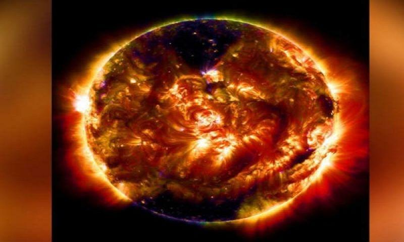 सूर्य में दिखा विशाल चुम्बकीय काला धब्बा
