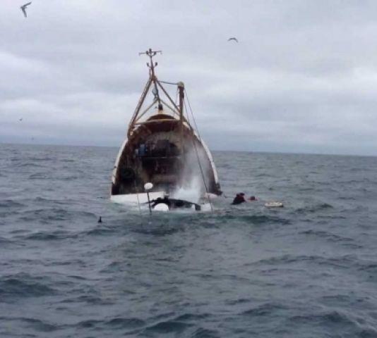 भू मध्य सागर में नौका डूबने से 880 की मौत