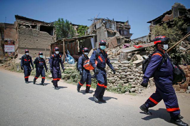 नेपाल सरकार ने विदेशी बचाव कार्यकर्ताओं को घर लौटने के लिए कहा