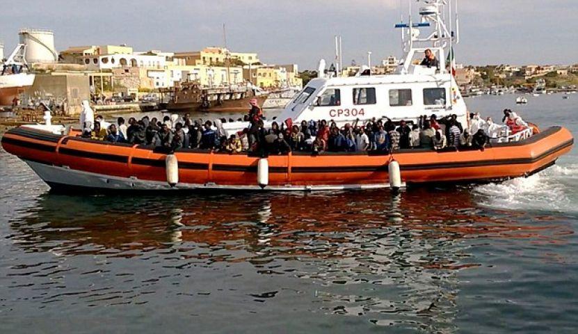 महासागर से करीब 3,700 प्रवासियों को बचाया गया