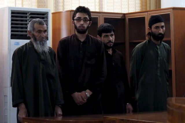 अफगानिस्तान: कुरान जलाने के झूठे आरोप में मारी गई महिला के हत्यारों को मौत की सजा
