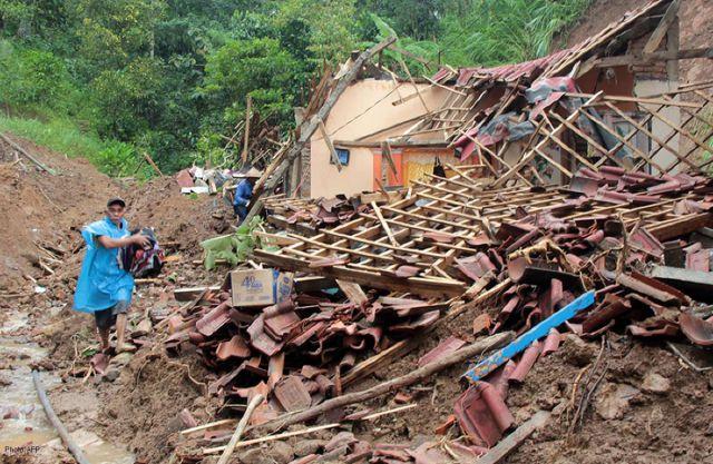 इंडोनेशिया में भूस्खलन से 4 लोगो की मौत