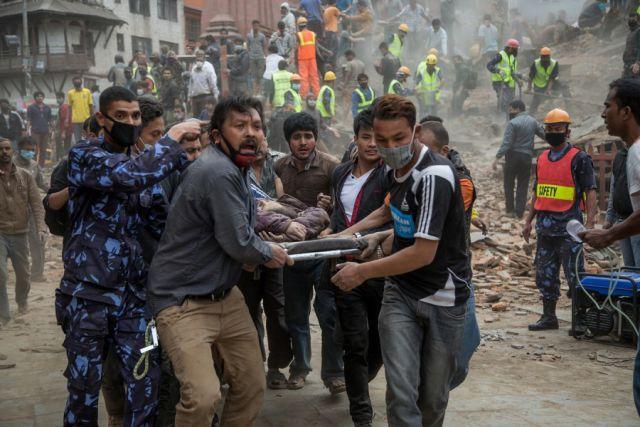 नेपाल में मृतकों की संख्या 8,413 तक पहुंची