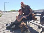 प्रेमी के साथ कुत्ते की तरह रहने वाली महिला की फोटो वायरल