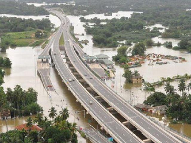 जोरदार बारिश के बाद चीन में बने बाढ़ के हालात