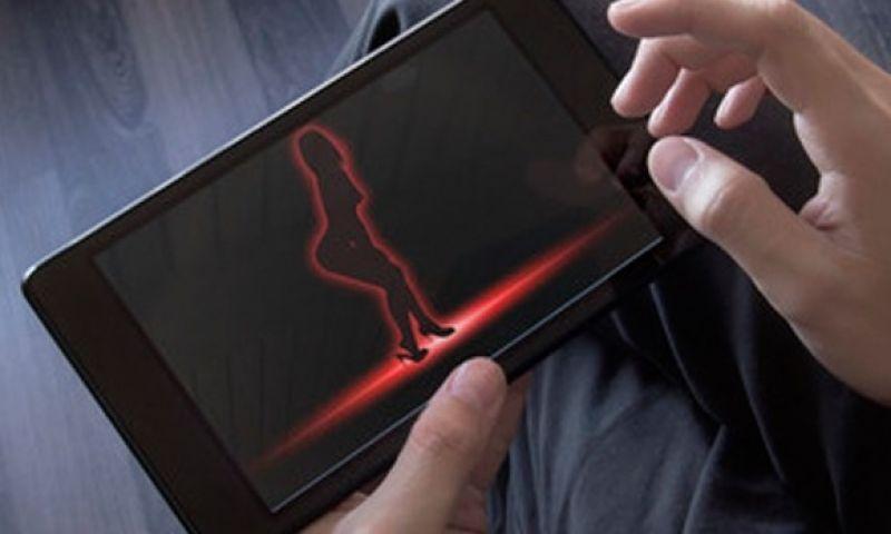 स्मार्टफोन यूज़र्स में बढ़ी पॉर्न मूवी की लत