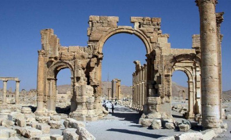 आईएस आतंकियों ने 2,000 साल पुराने मेहराब को नष्ट किया