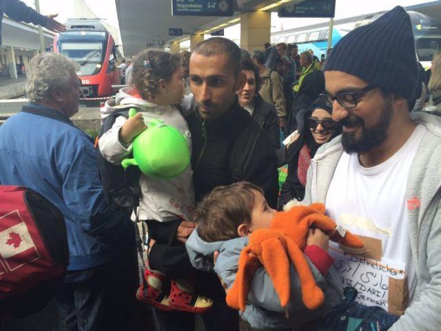 पोप ने कहा पादरी बस्तियां एक शरणार्थी परिवार को पनाह दे