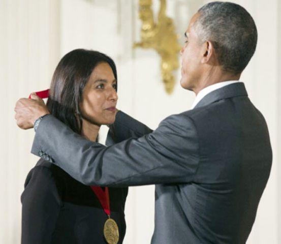 ओबामा ने भारतीय-अमेरिकी लेखिका झुंपा लाहिड़ी को किया ह्यूमैनिटीज मेडल से सम्मानित