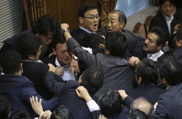 सिर्फ भारतीय नहीं जापानी संसद का भी है यही हाल
