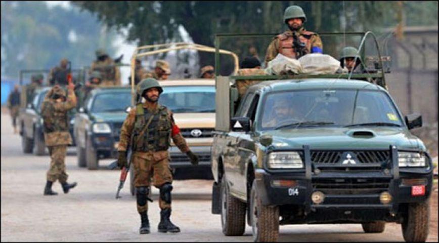 गोलियों की गूंज से थर्राया पाकिस्तान, आतंकियों ने बनाया एयरफोर्स कैंप को निशाना