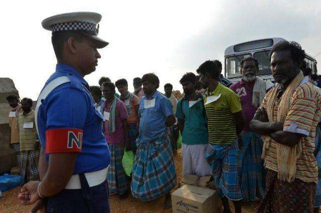श्रीलंकाई सेना ने भारतीय मछुआरों को पकड़ा