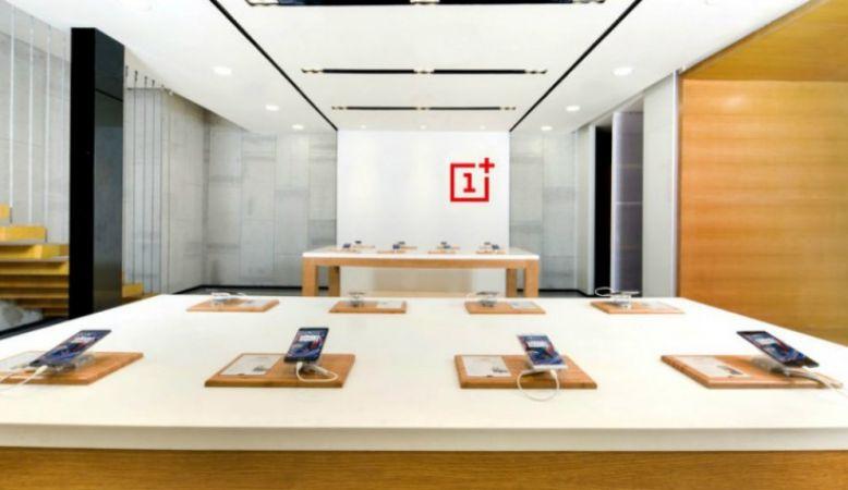 OnePlus : Signature Pop Up को देखने के लिए लोगो ने लगाई कतार