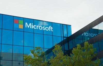 Microsoft spotted with its new prototype, hints of foldable device