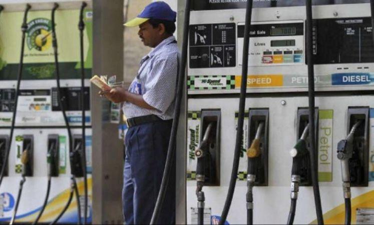 चुनाव के दौरान इतना सस्ता मिलेगा पेट्रोल