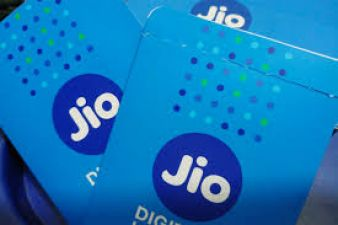 RJio pre-paid and post-paid tariffs are out, chose the best one