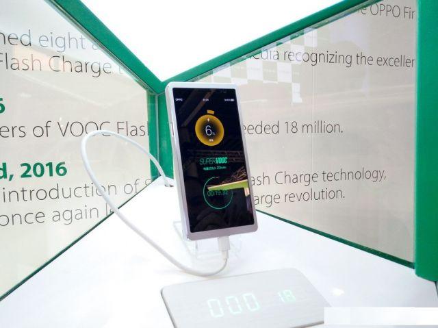 Oppo का यह गैजेट सिर्फ 15 मिनट में करेगा स्मार्टफोन फुल चार्ज