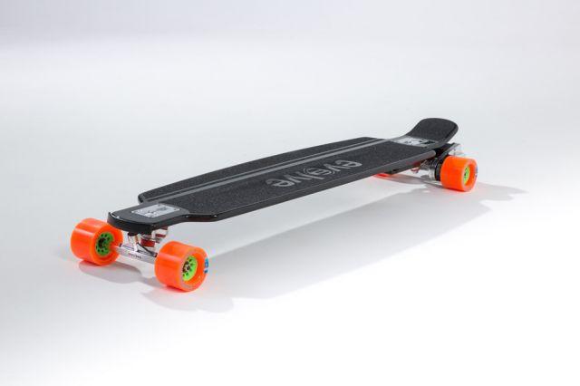 दुनिया का सबसे तेज चलने वाला इलेक्ट्रिक स्केटबोर्ड