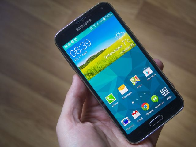 सैमसंग Galaxy S5 स्मार्टफोन मिल रहा है सिर्फ 17,999 रुपए में