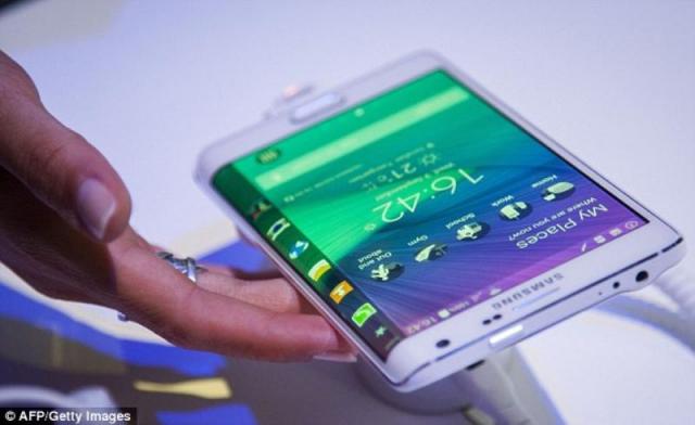 लॉन्च हुआ दुनिया का पहला डुअल कर्व्ड स्क्रीन स्मार्टफोन