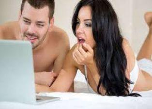 पार्टनर के साथ पॉर्न देखकर बना सकते हैं सेक्स का मूड
