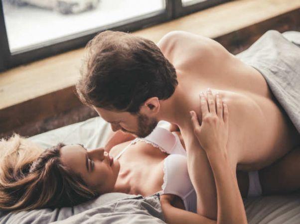 पहली बार सेक्स पर महिलाओं के मन में आती हैं ये बातें