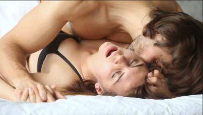 सेक्स लाइफ को उत्तेजक बनाती हैं कामसूत्र की ये पोजीशन