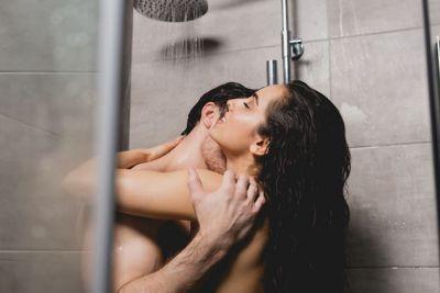 साथ में नहाकर भी ले सकते हैं सेक्स का भरपूर मज़ा