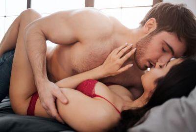 सेक्स को बेस्ट बनाने के लिए अपनाएं कुछ बेस्ट फोरप्ले मूव्स