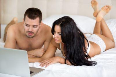 पार्टनर के साथ Porn देखने के हैं कई फायदे, यहां जानें