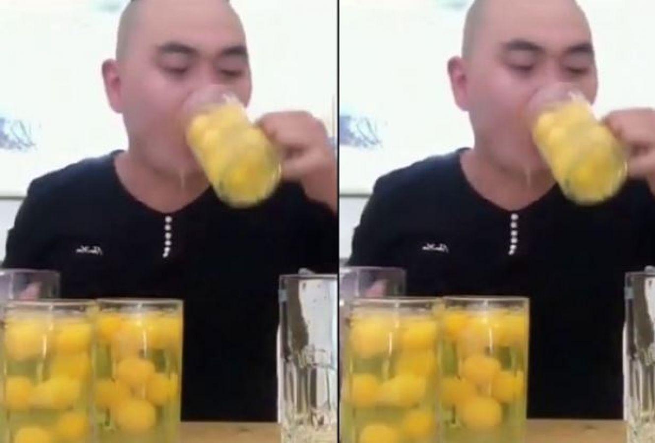 Video : 15 सेकंड में इस शख्स ने निगल लिए इतने अंडे, उलटी कर देने आप