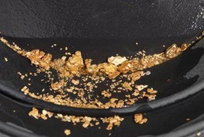 यहां गटर में से निकल रहा है सोना चांदी