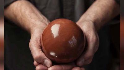 जापान में बनाई जाती है कीचड़ और मिट्टी की सुंदर बॉल्स