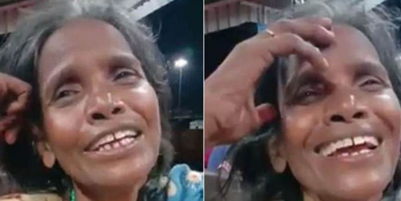 The woman working at the station has a very melodious voice, listen it here