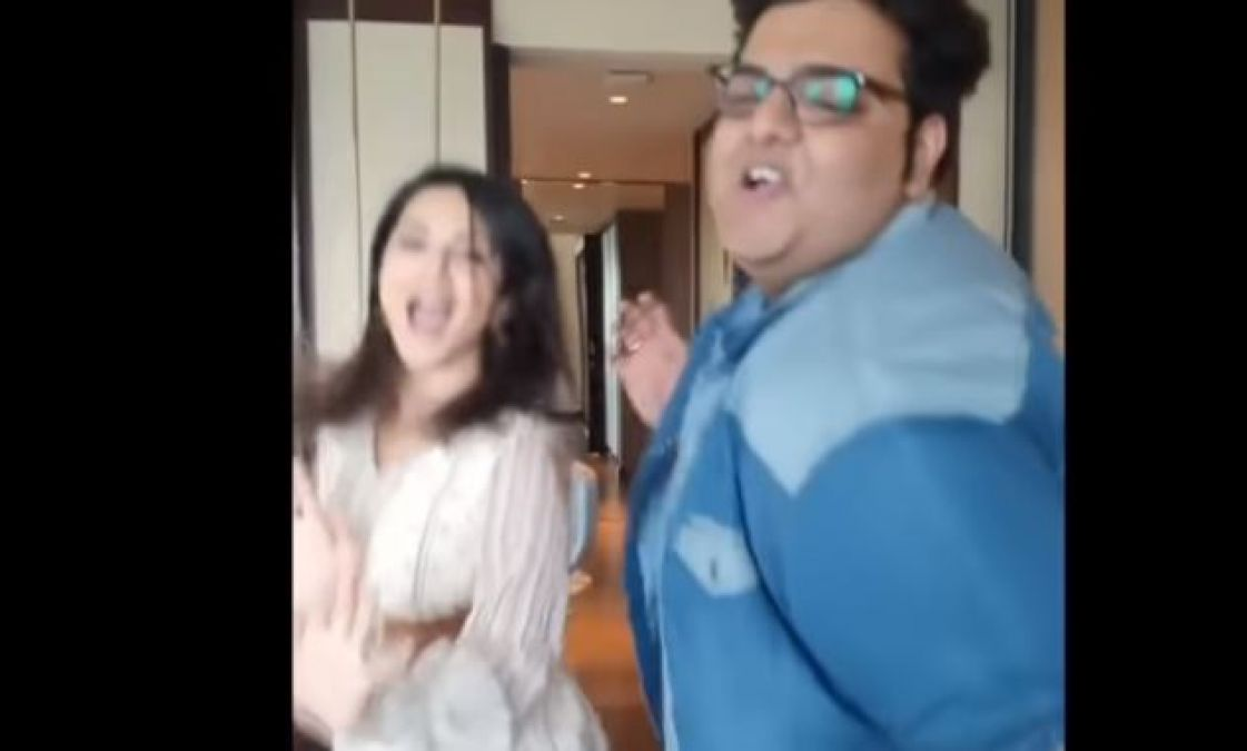 This boy shakes legs with Sunny Leone, check out the unmissable video here