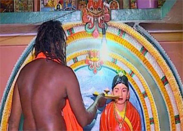 पति ने बनवाया पत्नी का मंदिर, सालों से कर रहा पूजा