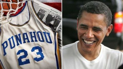 39-year-old Barack Obama's football jersey auctioned!