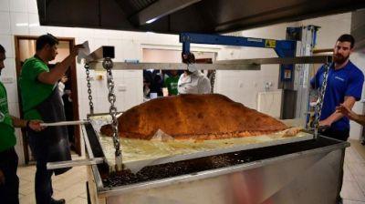 लंदन में बनाया गया दुनिया का सबसे बड़ा समोसा