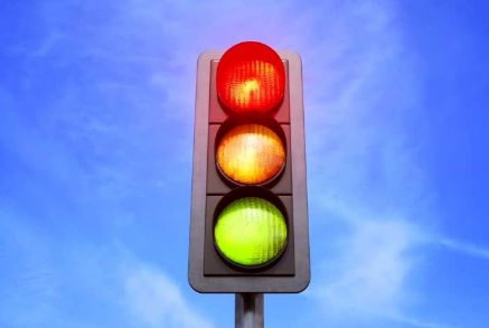Reasons Behind Traffic Light Colors Are Red, Yellow, and Green