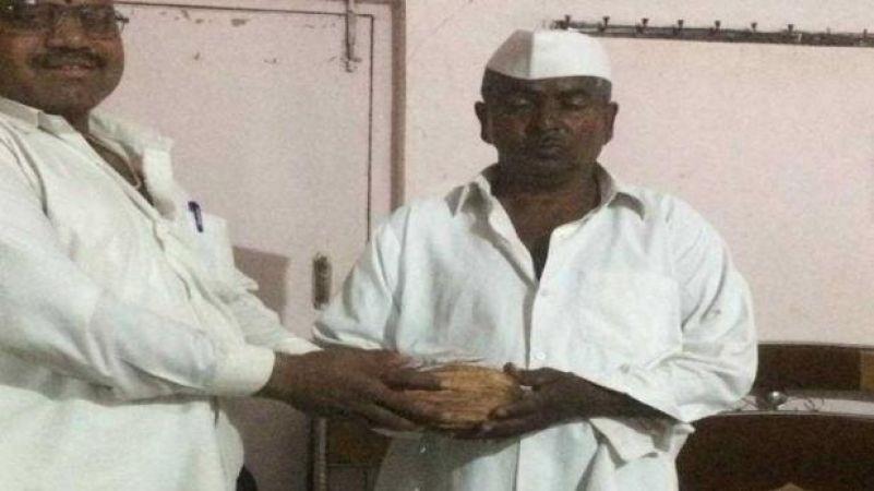 दस रुपये में बिकने वाला नारियल बिका एक करोड़ का