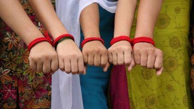 हाथ में लाल धागा पहनते ही मालामाल हो जाएंगे इस राशि वाले लोग!