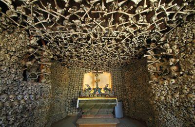 इंसानी हड्डियों से बना है ये डरावना चर्च, देखकर ही डर जायेंगे आप