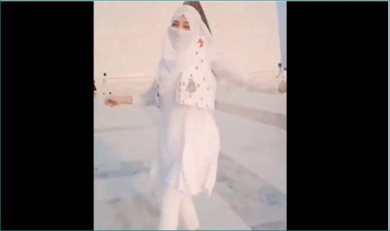 जिन्ना की मजार के सामने नाचती लड़की का वीडियो देख भड़के पाकिस्तानी, कहा- 'मानसिक संतुलन बिगड़ गया...'