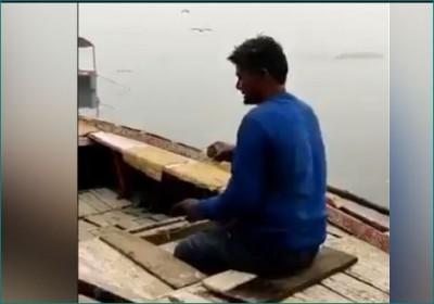 Mesmerizing video of Ghats of Banaras, boatman singing melodiously